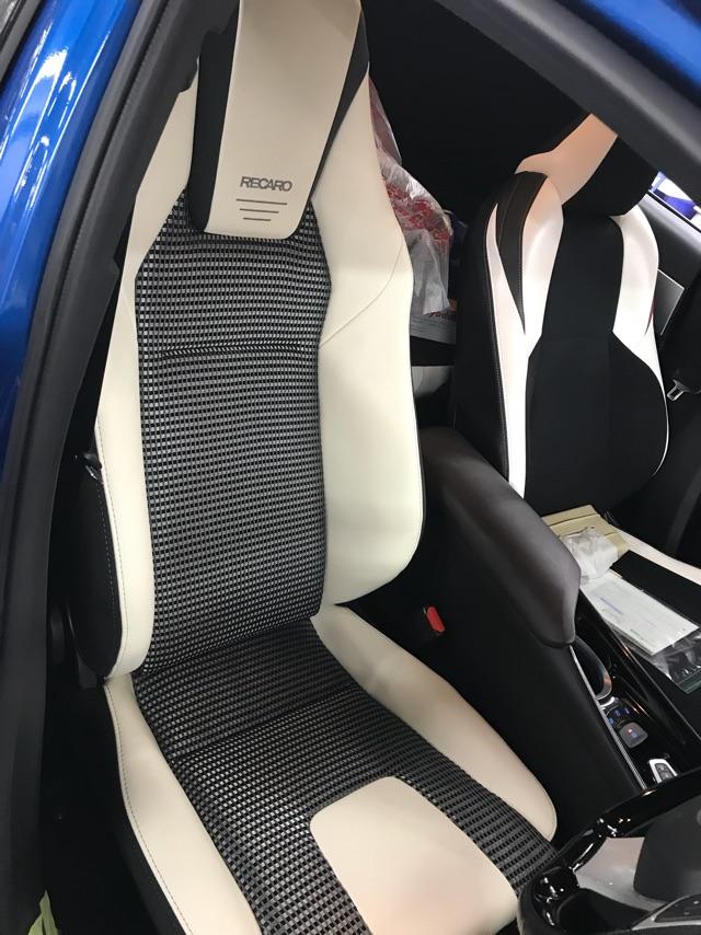 ★トヨタのC-HRにレカロシートを取り付けました★